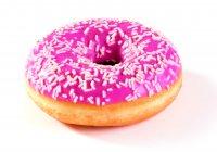 Donut s jahodou polevou 58 g , dopečené z mr.polotovaru